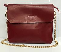 Небольшая кожаная сумка бордового цвета