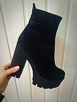 Женские зимние замшевые ботинки на тракторном каблуке