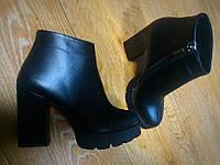 Женские зимние кожаные ботинки на каблуке