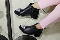 Женские кожаные ботинки с камнями