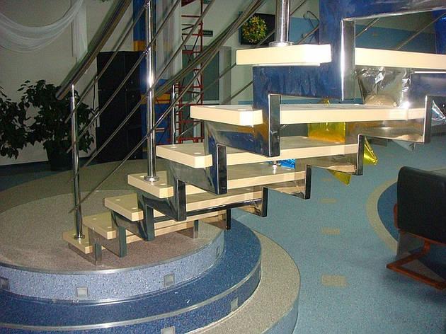 Лестницы из нержавеющей стали и черного металла, фото 2