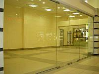 Стеклянная двухстворчатая дверь из прозрачного закаленного стекла