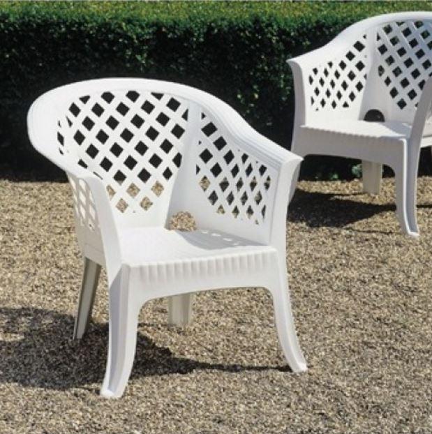 Кресло садовое Lario белое (в саду)