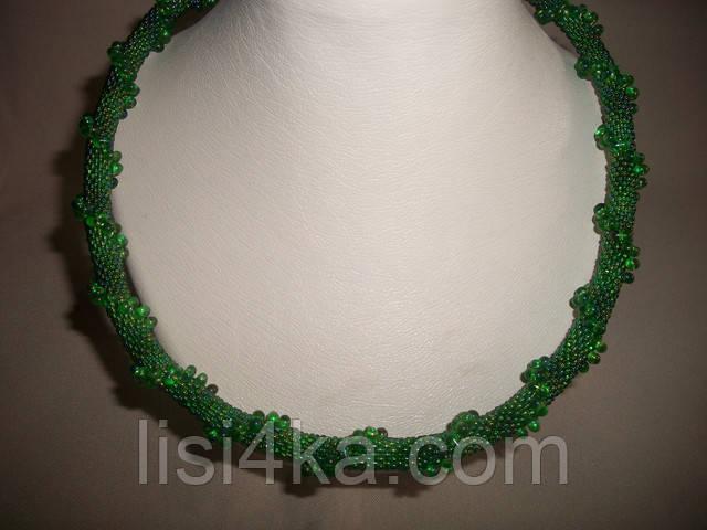 Вязаный жгут из бисера и объемных бусин зеленого цвета