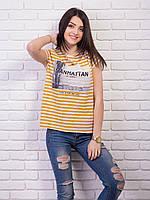 Модная футболка в горчичную полоску с принтом