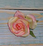 Головка розы бежево-розовая