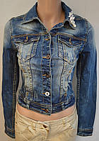 Короткий джинсовый пиджак с эффектом потёртости. Италия