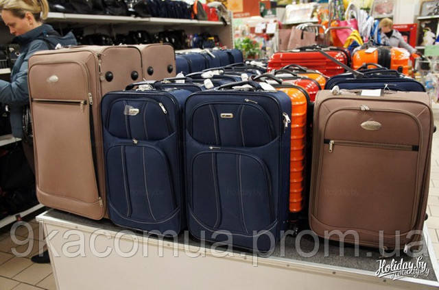 чемоданы в продаже