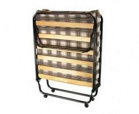 Раскладушка на 14 ламелях с матрасом толщиной 5 см. Металлический каркас с деревянными ламелями. Складывается в виде