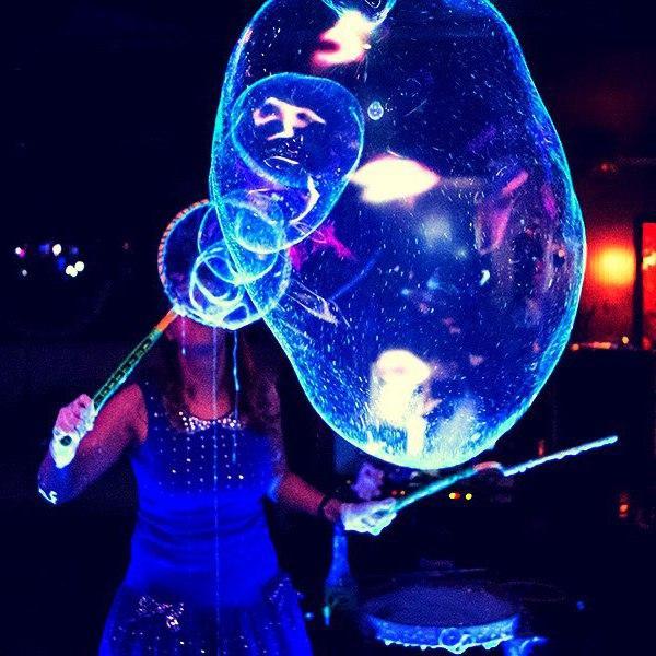 Шоу мыльных пузырей,неоновые пузыри,шоу неоновых пузырей,светящиеся мыльные пузыри