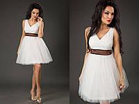 Элегантное короткое женское платье с пышной фатиновой юбкой, пояс атласный съемный. Цвет белый