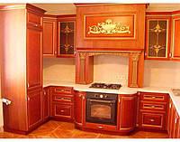 Кухня с фасадом из массива