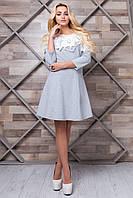 Однотонное трикотажное платье с кружевными цветами, Лилиан 2085