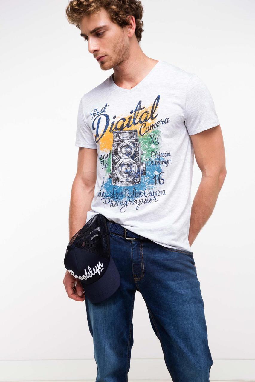 Мужская футболка De Facto белого цвета с рисунком на груди
