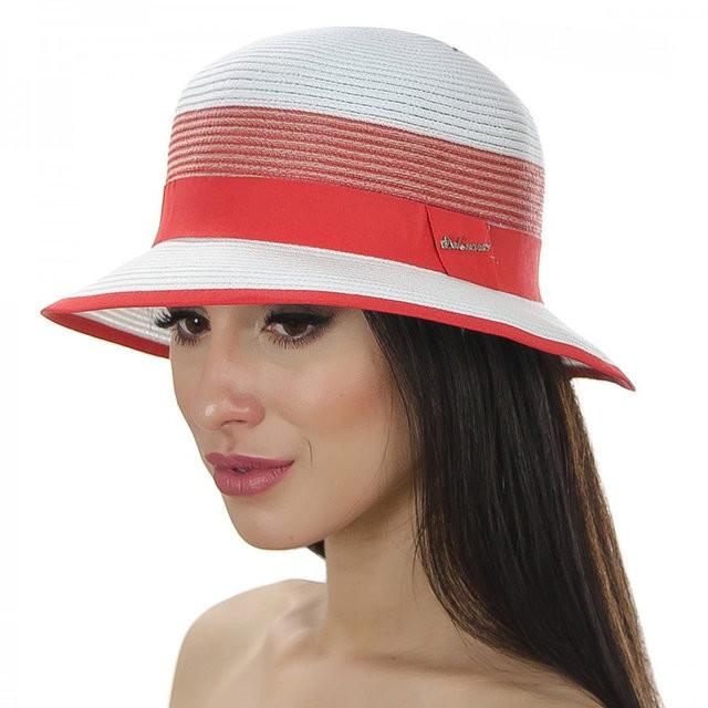 шляпа с маленькими полями с голубой лентой и кантом
