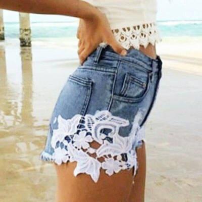 Джинсовые шорты с кружевными вставками