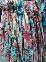 Яркий женский весенний платок