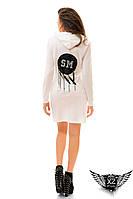 Платье с капюшоном, сзади нашивка из эко кожи с перьями, цвета белое, черное, все размеры