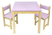 Деревянный стол с двумя стульями розовый