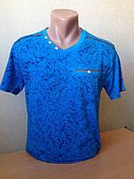 Футболка мужская с V-образной горловиной и декоративным карманом