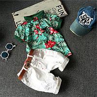 Комплект Гавайи для мальчика. Цветочная футболка поло и белые шорты. Ремень