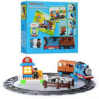 Железная дорога Паровозик Томас M 0442 U/R, 15см, свет, музыка, 2 фигурки, полотно 85,5-57,5см