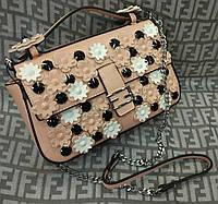 Модная сумка-клатч на цепочке с цветами розовая