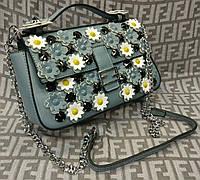Модная сумка-клатч на цепочке с цветами голубая