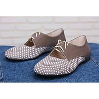 Туфли из натурального бежевого велюра в горошек в комбинации с кожей