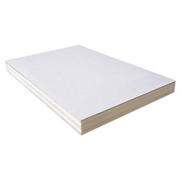 Фанера белая ламинированная HPL 18 мм гладкая-гладкая 1250х2500 Латвия
