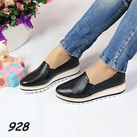 Туфли женские на танкетке черные 928