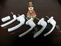 Ручки с замками - от выпадения детей из окон.
