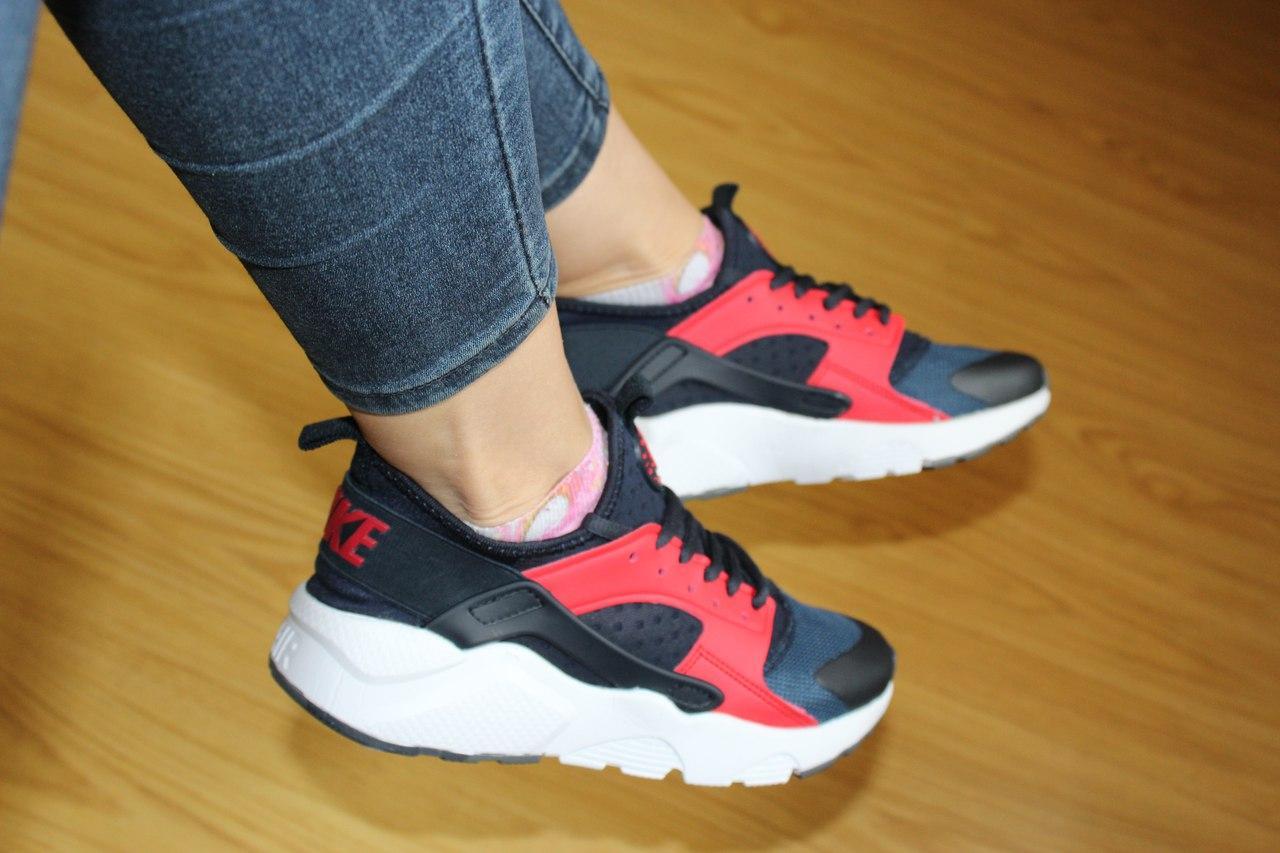 Женские кроссовки Nike Air Huarache синие с красным