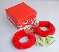 Наручники с кубиками камасутра в подарочной коробочке.