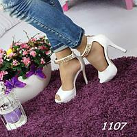 Босоножки женские белые на устойчивом каблуке 1107