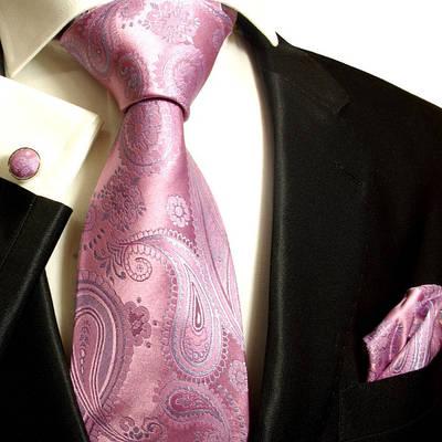 Мужские костюмы, сорочки и галстуки