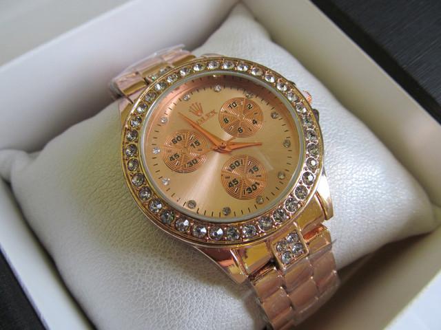 Женские наручные часы ROLEX под золото, Ролекс на руку золотистые с камнями со стразами стрелочные кварцевые для девушки для женщины