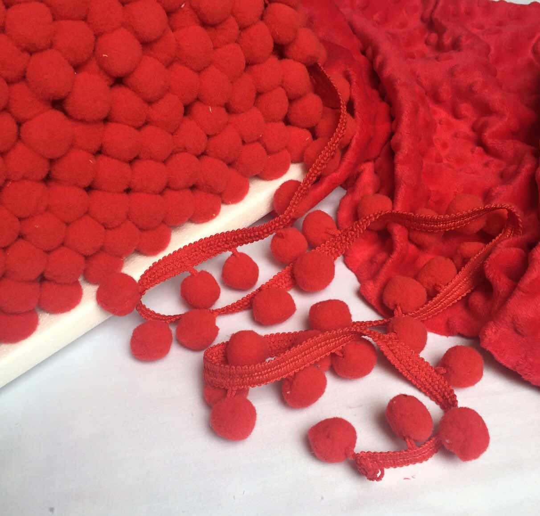 Тесьма с помпонами красного цвета d 20 мм