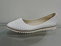 Модные белые женские балетки