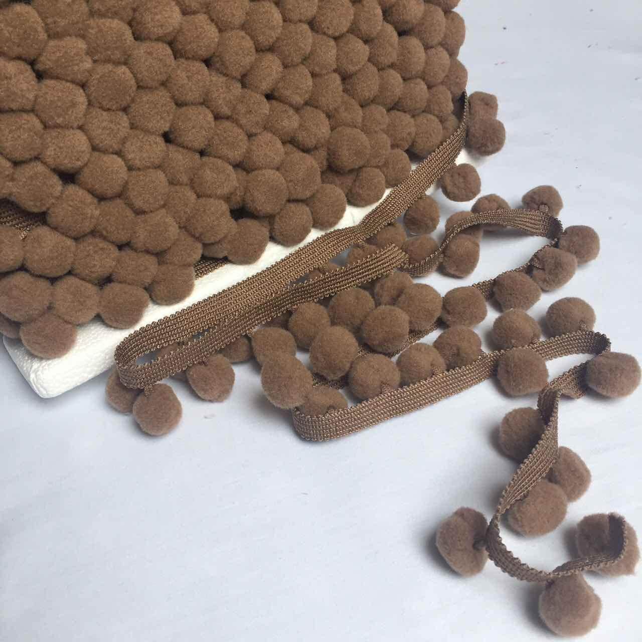 Тесьма с помпонами коричневого цвета d20 мм