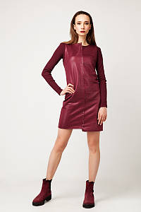 Платье-футляр без рукавов с ассиметричной горловиной и низом