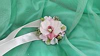 Бутоньерка на руку из розовой орхидеи (цветочный браслет)