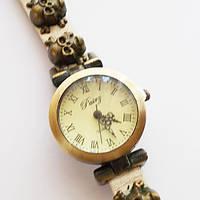 Часы наручные женские. Кожаный ремешок с черепами (бежевый).
