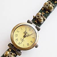 Часы наручные женские. Кожаный ремешок с черепами (зеленый).