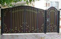 Кованые ворота с калиткой из профнастилом