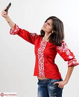 Привлекательная блуза из льна красная расшита машинной вышивкой