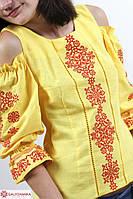 Яркая женская вышиванка украшена машинной вышивкой крестиком