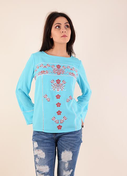 Стильная женская блуза вышиванка с красным орнаментом крестиком