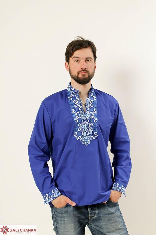 Праздничная сорочка мужская расшита машинной вышивкой на груди и манжетах