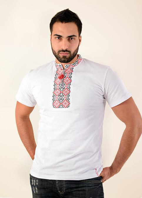 Удобная мужская футболка украшена украинской вышивкой крестиком